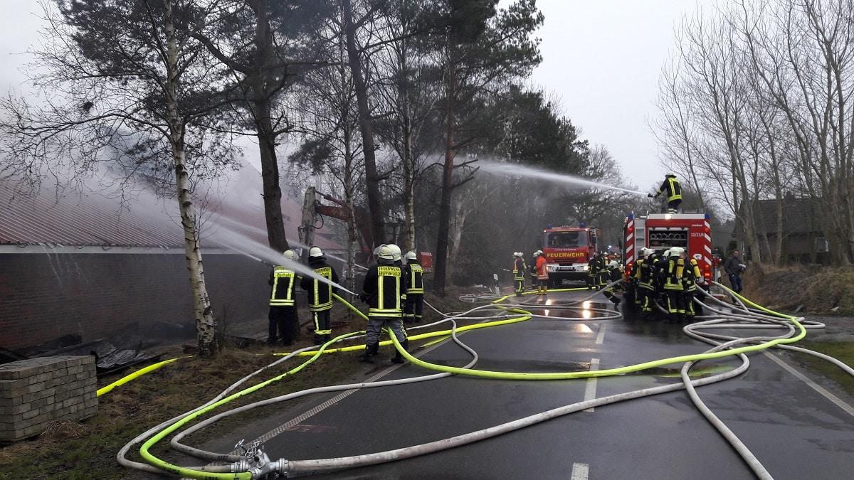 Schrottplatz Steht In Brand