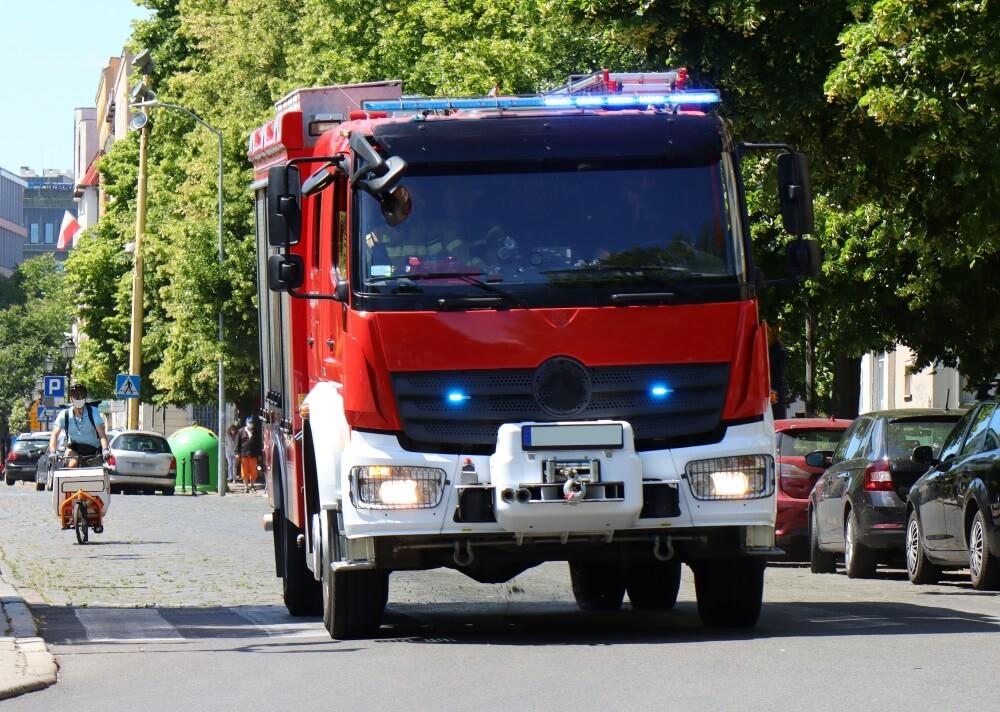 Verursacht ein Unfallfahrzeug auf Einsatzfahrzeug einen Schaden an einem anderen Verkehrsteilnehmer, so haftet hierfür die Feuerwehr.