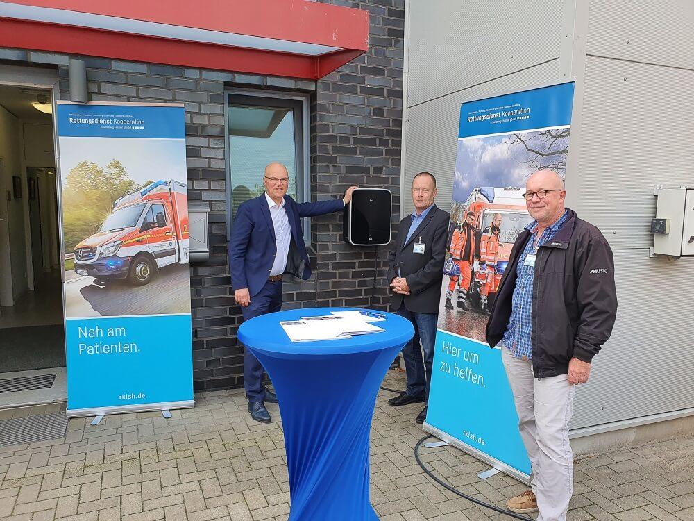 Die Rettungsdienst-Kooperation in Schleswig-Holstein hat am 29. September 2020 neue Ladesäulen für Elektroautos in Betrieb genommen.
