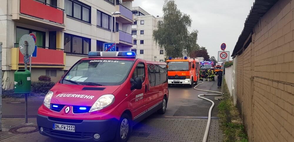 Ein Kellerbrand in einem Mehrfamilienhaus löste am Nachmittag des 20. Oktober 2020 einen Einsatz für über 60 Einsatzkräfte aus.