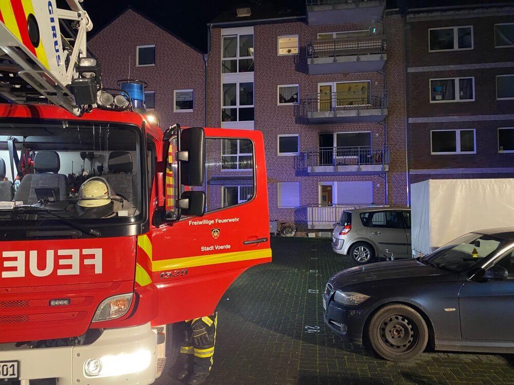 Bei einem Wohnungsbrand in einem Mehrfamilienhaus verlor ein 58-jähriger Bewohner in der Nacht auf den 17. Dezember sein Leben.