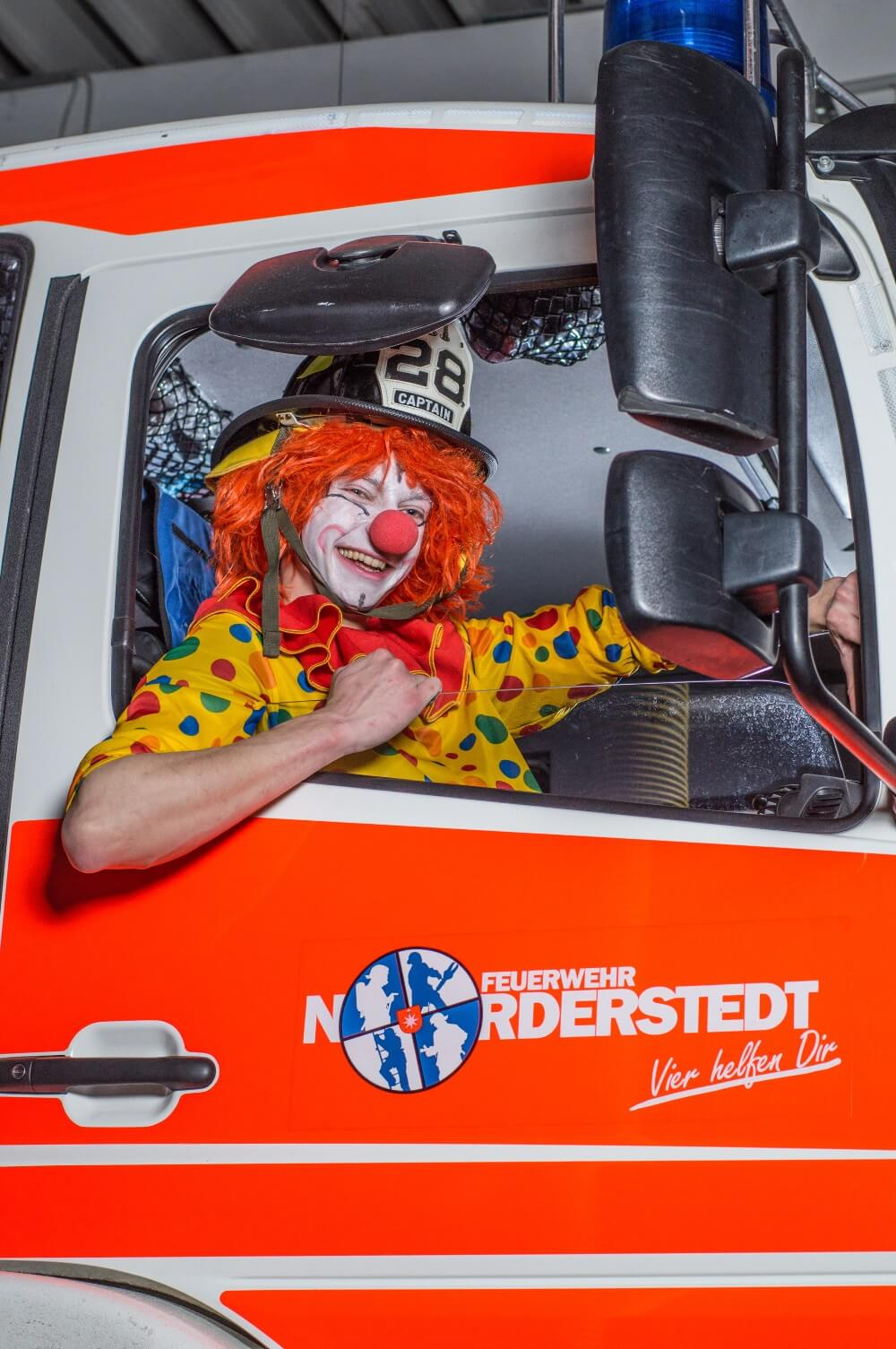Die Feuerwehr Norderstedt hat die Feuernacht 2021 abgesagt. Aufgrund der aktuellen Pandemie ist eine solche Großveranstaltung undenkbar.