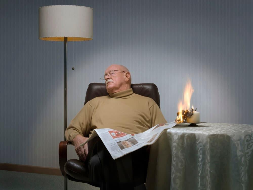 Wohnungsbrände stellen eine große Gefahr für Senioren dar. Die Initiative Rauchmelder retten Leben gibt deswegen Tipps, wie ältere Menschen besser geschützt werden können.