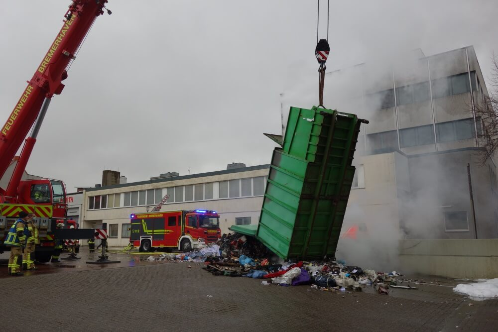 In einem Müllcontainer in Bremerhaven brach am 7. Januar 2021 ein Feuer aus.