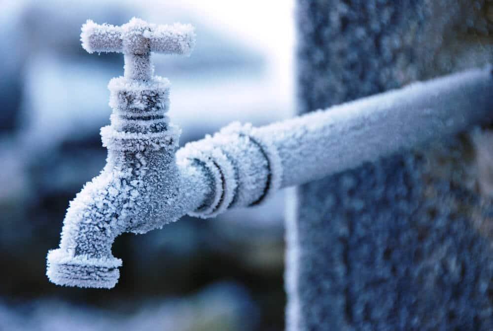 Der Gesamtverband der Deutschen Versicherungswirtschaft e.V. gibt Tipps, wie man seine Wasserleitungen richtig vor Frost und Kälte schützt.
