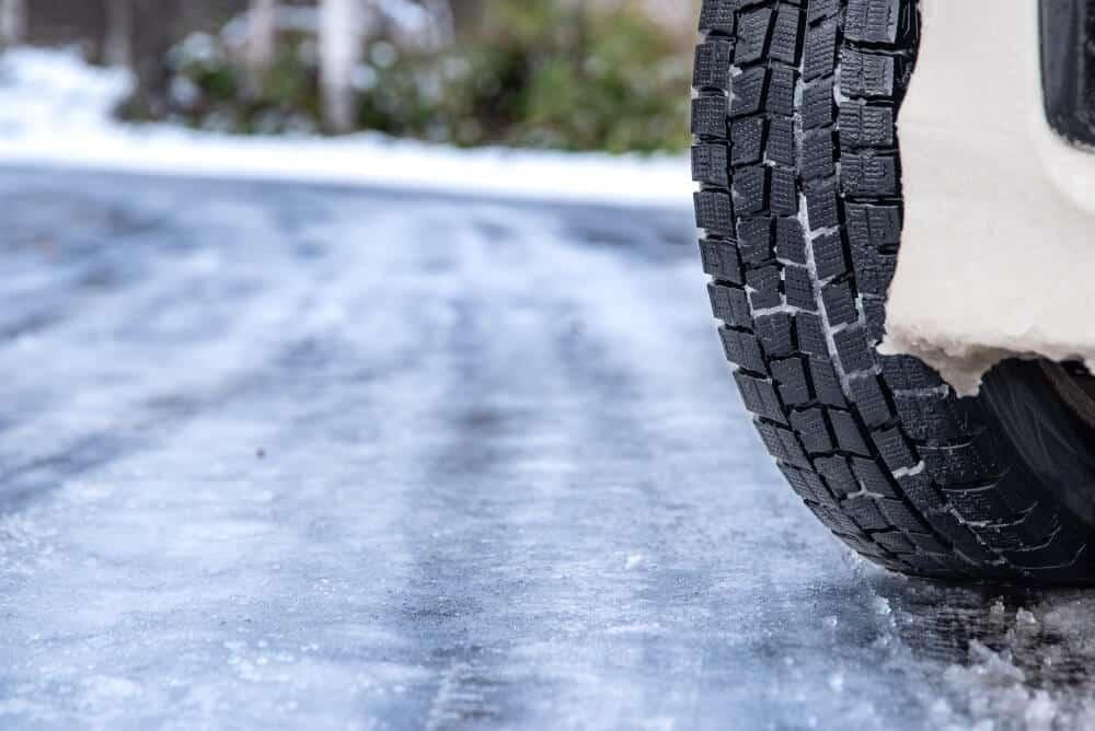 Der Winter birgt mit seinen vereisten und verschneiten Straßen eine große Gefahr für viele Fahrzeugführer.