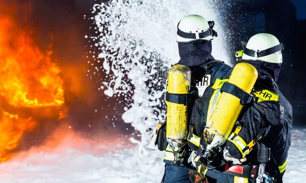 Die DGUV hat die Ergebnisse einer Studie zu Gesundheitsrisiken bei Realbränden für Einsatzkräfte vorgestellt.