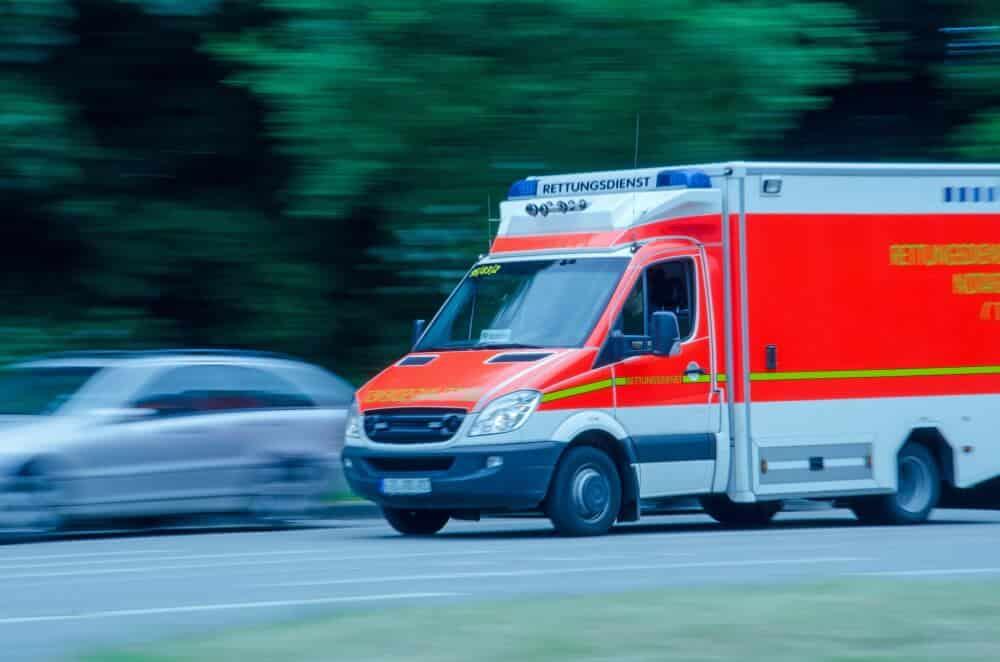 Haftung geklärt: wer haftet, wenn ein Rettungswagen einen Falschparker rammt?