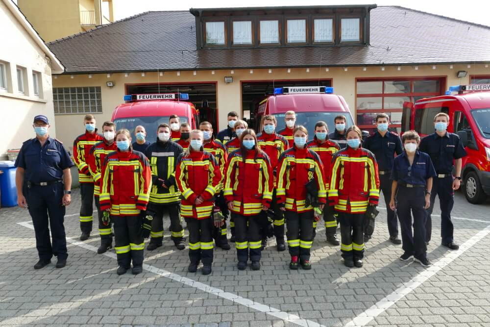 17 Feuerwehrangehörige haben am 19. Juni 2021 erfolgreich den Lehrgang zum Atemschutzgeräteträger abgeschlossen.