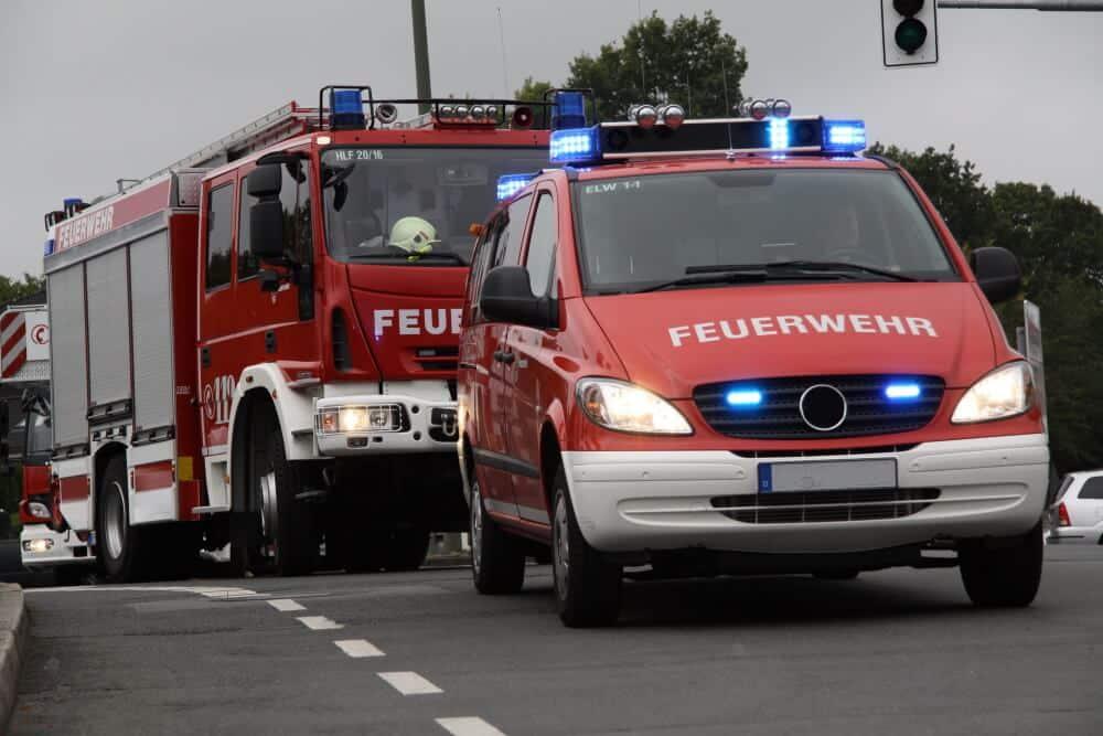 Wird ein Einsatzfahrzeug dem Leiter einer Feuerwehr überlassen, um seine ständige Einsatzbereitschaft sicherzustellen, so resultiert daraus kein geldwerter Vorteil.