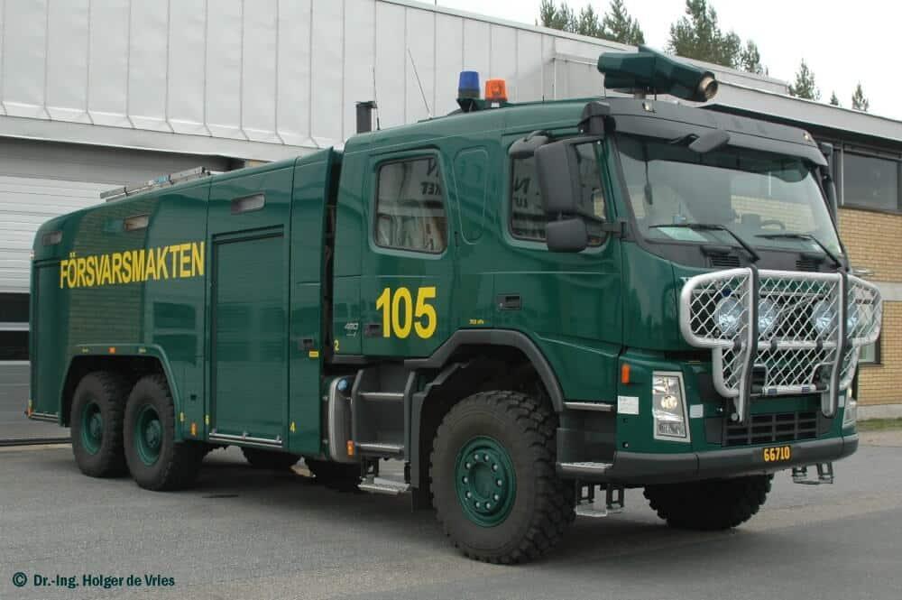 """Zusammen mit den neuen Flugfeldlöschfahrzeugen vom """"Typ 2"""" führt die schwedische Luftwaffe neue Löschmittel ein."""