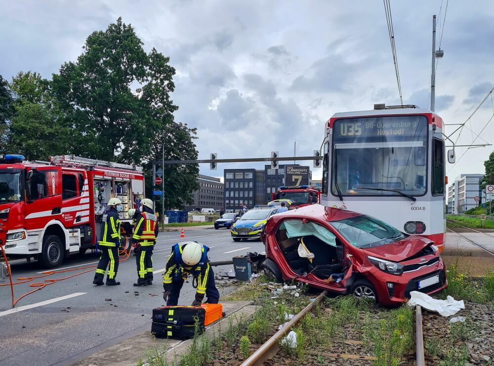 Zu einem Zusammenstoß zwischen einer Straßenbahn und einem Pkw kam es am Nachmittag dem 9. August 2021 in Bochum.