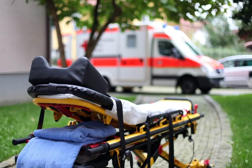 Nach einem Sturz von einer Rettungstrage klagte ein Patient auf Schadensersatz, scheiterte aber sowohl vor dem Oberlandesgericht, als auch vor dem Bundesgerichtshof.