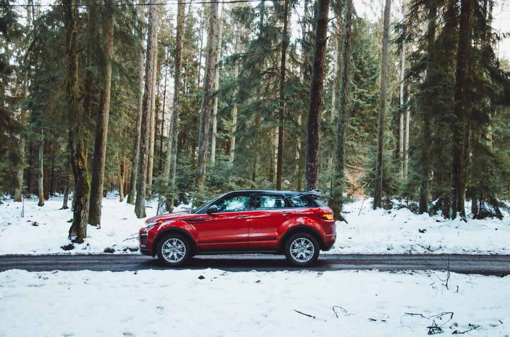 Die GTÜ gibt Tipps, wie Autofahrer das Autofahren im Winter sicherer gestalten können