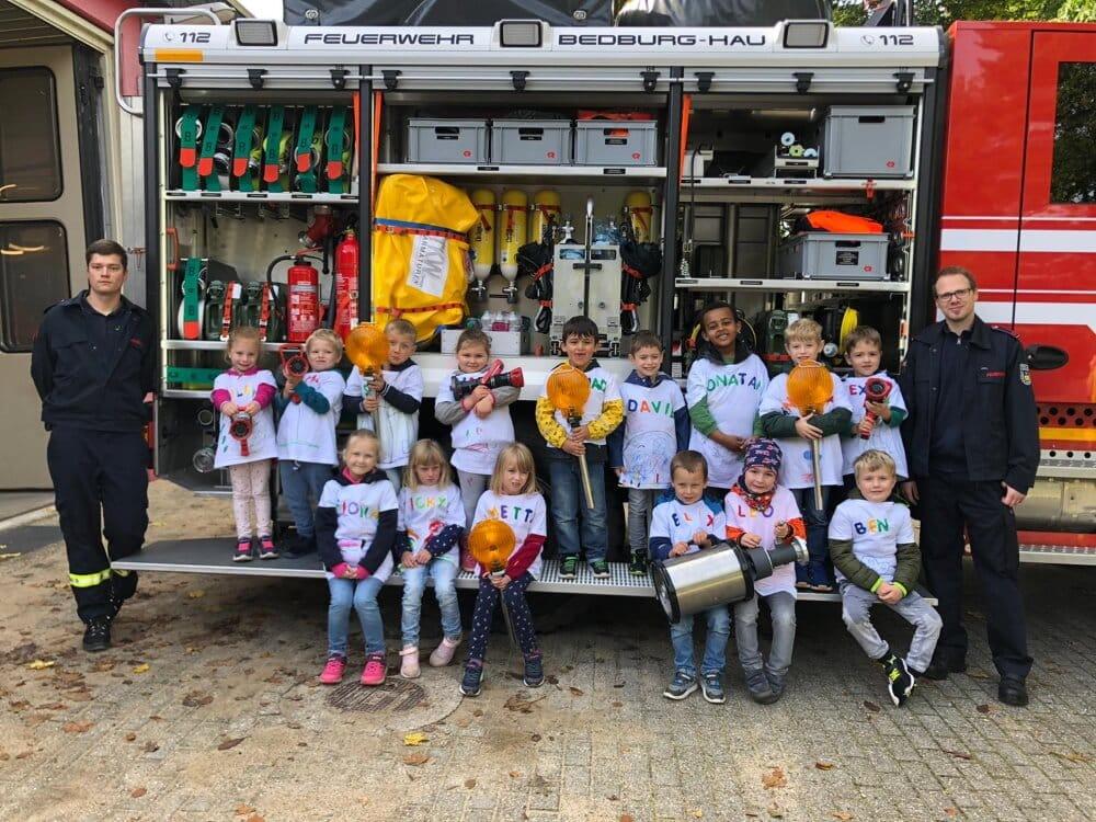 Einen spannenden Tag verbrachten Kinder vom Kindergarten St. Markus bei der Freiwilligen Feuerwehr Bedburg-Hau.